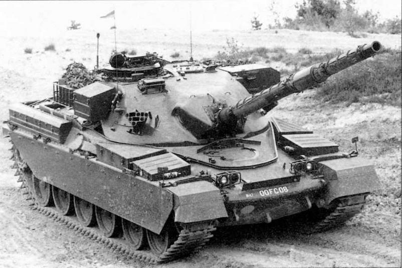 Основной боевой танк «Чифтен» Mk.2 во время тактических учений на одном из английских полигонов