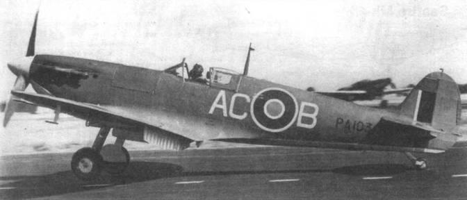 «Сифайр IB» (РА103), 759-я эскадрилья морской авиации. Под цифрой «3» на борту фюзеляжа виден конец посадочного гака. Это единственная особенность, отличавшая самолет от стандартного «Спитфайра VB».