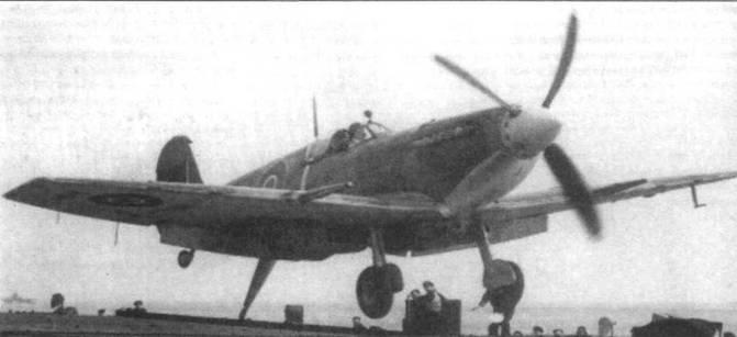 «Сифайр L.IIC» при посадке на палубу. Виден гак «тип А» в выпущенном положении.