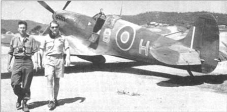 Обычно самолеты командиров крыла в RAF маркировались инициалами командиров. На снимке — «Спитфайр» Mk IX уинг-коммендера Б. Хита (В. Heath), Италия. Ниже козырька фонаря кабине виден флажок командира крыла.
