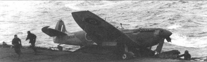 «Сифайр» L lle (LR691) из 808-й эскадрильи едва не свалился за борт, авианосец «Хантер», февраль 1944г. 808-я эскадрилья входила в №3 NFW. До июня 1944г. эскадрилья являлась скорее учебно-тренировочным, чем боевым подразделением.