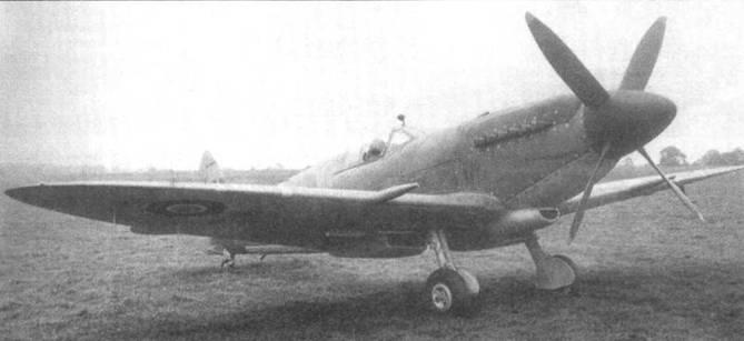 Два снимка SR449 — «Сифайр XV» ранней серии с гаком «тип А».