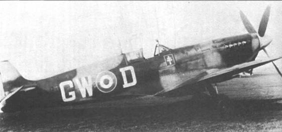 «Спитфайр» Mk IX 340-й эскадрильи ВВС Франции. В годы войны крест Лоррэйна рисовали на многих самолетах Свободной Франции. Летчики 340-й эскадрильи летали на «Спитфайрах» с декабря 1941г. до конца войны.