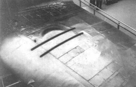 Пушечный отсек в крыле «тип В». Выпуклый обтекатель закрывает барабанный магазин.