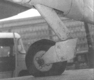 Неубирающееся хвостовое колесо, стандартное для всех «Спитфайров» с двигателем «Мерлин» (кроме Mk. VII и Mk. VIII), а также ранних MLXII.
