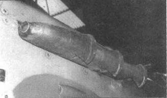 Выхлопные патрубки типа «рыбий хвост» (с уплощенными выходными отверстиями), использовавшиеся на «Спитфайрах V» и VI. В переднем патрубке воздухозаборник системы обдува пулеметов теплым воздухом.