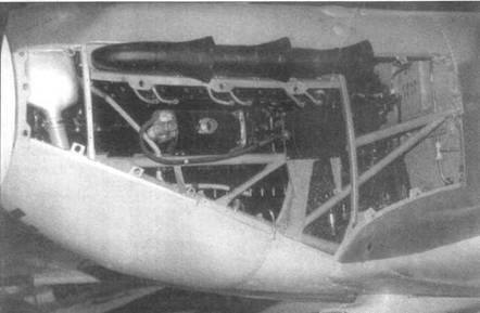 Двигатель на «Спитфайре V» с выхлопными патрубками типа «рыбий хвост».