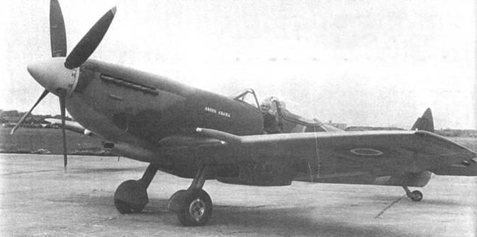 «Addis Ababa», снимок сделан во время заводских испытаний этого «Спитфайра» Mk XVIe. Обычно истребители данной модели использовались на малых высотах, поэтому большинство получили крыло с «обрезанными» законцовками. Поздние «Спитфайры» Mk IX и Mk XVI комплектовались каплеобразными фонарями кабины.