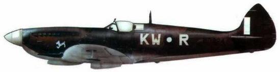 «Спитфайр VIII» (MD324/KW@R), 615-я эскадрилья. Палель, Индия, июль 1944 года. Самолет пилотировал летный офицер Хэнк Костейн. Машина с камуфляжем и обозначениями, принятыми на ЮВА.