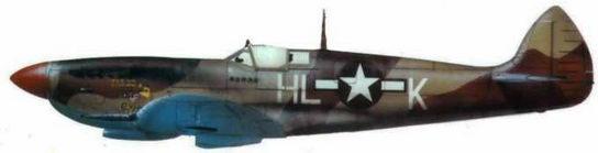 """«Спитфайр VIII» (HL@Q.""""Fargo Express"""") 386-я эскадрилья из группы 12-го воздушного флота США, Костель-Волтурно. Италия, январь 1944 года. Самолет в типичном пустынном камуфляже На этой машине летал лейтенант Лиленд Молланд. (Часто бортовой код машины Молланда ошибочно. расшифровывают как HL@X, но известные снимки позволяют утверждать, что последняя буква именно «К»)."""