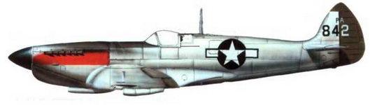 «Спитфайр XI» (РА842). 14-я эскадрилья фоторазведки. 7-й группы. 8-й воздушной армии США, Маунт-Фарм, 1945 год. Самолет не окрашен, на капоте красная полоса, кок винта темно-синего цвета — отличительные особенности самолетов 7-й фоторазведывательной группы. Оливково-зеленый руль направления обозначал принадлежность к 14-й эскадрилье.