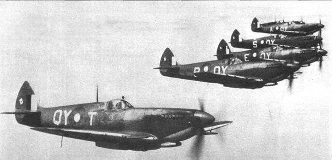 «Спитфайры» Mk VIII из 452-й эскадрильи RAAF, Голландская Индия, 30 декабря 1944г. На рули направления всех истребителей нанесены тузы пик — эмблема 80-го истребительного крыла.