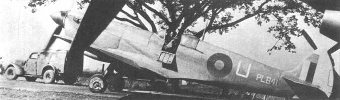 «Спитфайр» PR Mk XI PL841/U из 681-й эскадрильи выруливает на старт, аэродром Алипоре, Калькутта, 28 декабрь 1944г. В кабине самолета — уинг-оффицер Билл Уиллз.