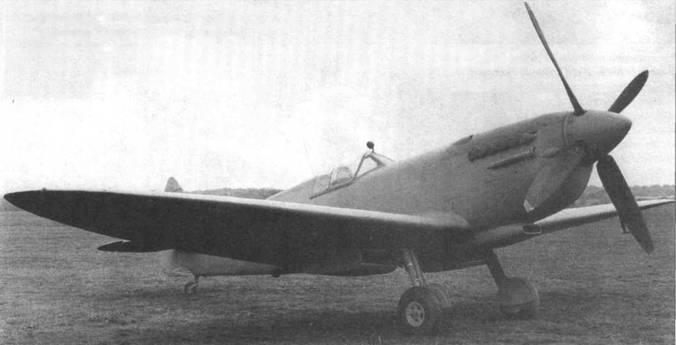 «Спитфайр PR.X», весна 1944 года. Внешне самолет походил на PR.IX. Отличался наличием гермокабины.