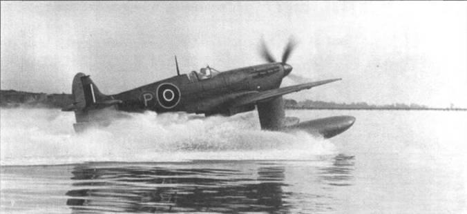 W3760 во время испытаний в акватории Саутгемптона, октябрь 1942 года. Самолет оснастили противопылевым фильтром «Воукс», для защиты от брызг. На киле виден отражатель, применявшийся при полетах с противоштопорным парашютом.