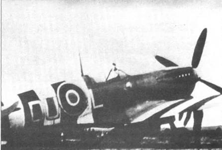 «Спитфайр» Mk IXc (DU-L) из 312-й «чешской» эскадрильи. На истребитель нанесены полосы вторжения.
