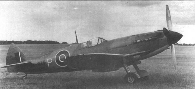 DP845 весной или летом 1942 года после переделки в прототип Мк. ХII. Самолет имеет новый руль направления, но еще прежний винт и маленький кок.