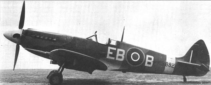 «Спитфайр» Мк XII стал первым «Спитфайром», получившим двигатель «Гриффон». Планер Mk XII почти идентичен планеру Мк VIII, отличия связаны с установкой нового двигателя и убираемой хвостовой опоры шасси. Первым «Спитфайры» Mk XII в феврале 1943г. получила 41-я эскадрилья, на снимке — MkXII из 41-й эскадрильи. 91-я эскадрилья получила самолеты данного типа в апреле. Mk XII состояли на вооружении только двух эскадрилий.
