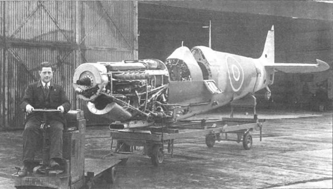 Доставка на линию окончательной сборки фюзеляжа «Спитфайра» Mk IX (серийный номер начинается с RK), завод в Кастл- Брумвич. Пока не установлен 82-литровый топливный бак перед кабиной и оборудование кабины.
