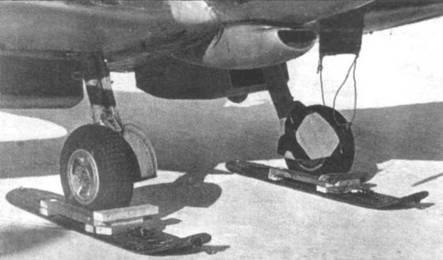Лыжи от «Тайгер Мота», приспособленные для «Спитфайра FR.XIVE» (TZ138), провинция Манитоба, Канада, зима 1946/47г.г. Лыжи применялись только на время рулежки и разбега, а после отрыва оставались на взлетной полосе.