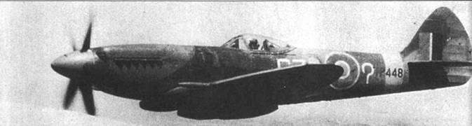 «Спитфайр» FR Мк XV1I1 (TP448/GZ-?) из 32-й эскадрильи в полете над Кипром, 1949г. Обратите внимание на знак вопроса, нарисованный на борту фюзеляжа вместо идентификационной литеры самолета, после войны такая «индивидуальная» символика встречалась на самолетах RAF не так уж и редко.