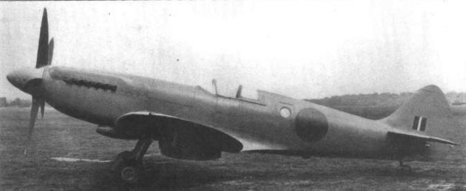 RM632 один из первых «Спитфайров XIX» («тип 389»), еще без гермокабины. Самолет отличался от MLXIV фонарем без бронестекла, отсутствием вооружения и наличием фотоаппаратуры. На самолетах поздних серий появилась гермокабина. Воздухозаборник компрессора гермокабины на самолетах Mk.XIX находился на левом борту в отличие от Mk. VII и Мк. Х1.