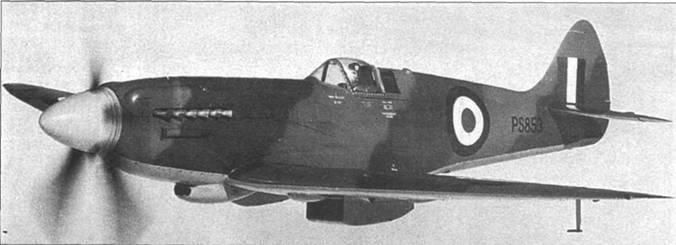 Прекрасный снимок, передающий чистоту линий «Спитфайра». В полете «Спитфайр» PR Mk XIX (PS853), снимок 1973г. Камуфляжная окраска нанесена «по мотивам», позже машину перекрасили в аутеничную окраску «PRU blue».