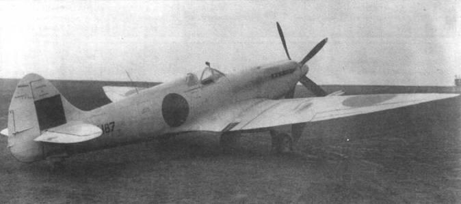 Первый серийный «Спитфайр 21» (LA187) облетали в июле 1944 года. От серийных Mk.XIV самолет отличался усиленными крыльями с остроконечными законцовками, а также вооружением из четырех пушек. Самолет нес камуфляж высотного истребителя. В ноябре 1944 года истребитель испытывали в Боском-Даун, где отметили слабые пилотажные качества.