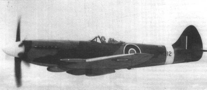 Прототип «Спитфайра 22» (РК312) во время первых полетов в 1945 году. Самолет еще имел оригинальный киль как на Mk.XIV и Мк.21.