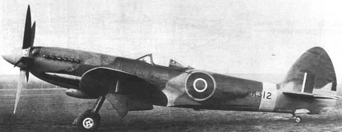 «Спитфайр» F Mk 22 с серийным номером РК312. Оба самолета (РК315 и РК312) относятся к первой производственной серии Mk 22 (РК312 — РК356). Несложно найти отличия между самолетами — на 312-м установлен руль направления от «Спайтфула». Снимки сделаны в марте 1945г.