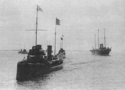 """""""Добровольцы"""" встречают отряд шведских кораблей."""