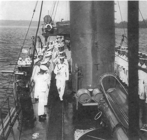 """Корабельные будни. На палубе эскадренного миноносца """"Гайдамак""""."""
