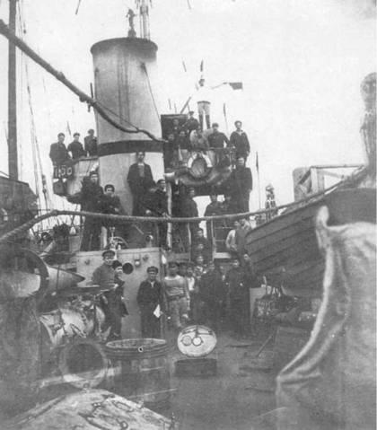 """На """"Карле Либкнехте"""" во время корабельных работ."""
