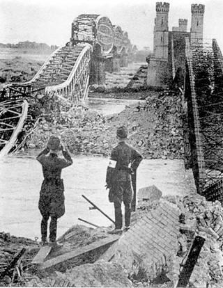 Разрушенный мост в Диршау