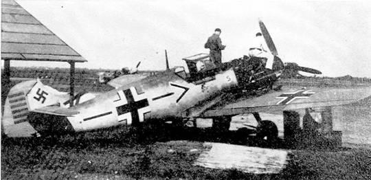 Bf 109Е Адольфа Галланда с обозначениями 60 побед. Преет, апрель 1941 г. На заднем плане виднеется его новый Bf 109F-0.