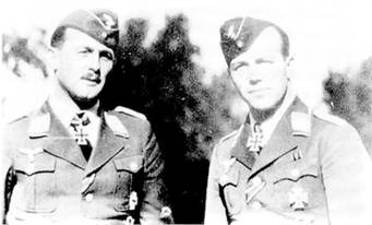 Гаупптап Вик (справа) и командир JG 2 майор Вольфганг Шеллман