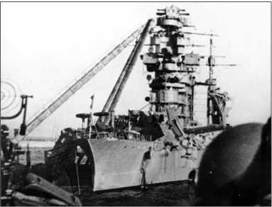 Поврежденный линейный корабль «Октябрьская Революция», 1941г.