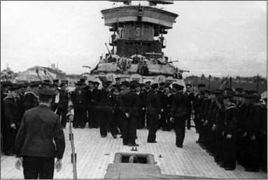Построение экипажа на палубе «Парижской Коммуны». Поти, 1941г.