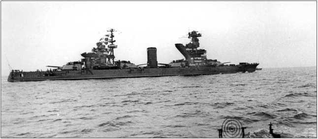 Линкор «Севастополь» следует в Севастополь, 14 ноября 1944г.