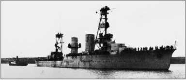 Вверху: корпус недостроенного крейсера «Адмирал Лазарев» (будущий «Красный Кавказ») в Одессе, 1919г. Внизу: «Красный Кавказ» в достройке.