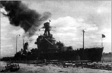 «Киров» ведет огонь по противнику с позиции на Неве, 7 июля 1944г.