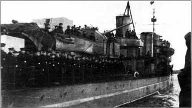 Лидер «Баку» вскоре после прибытия на Северный флот. Хорошо видна «шуба», которой корабль был оснащен во время следования Северным морским путем.