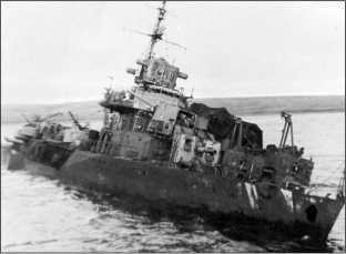 Остов эсминца «Грозный» в губе Черная, 1991г.
