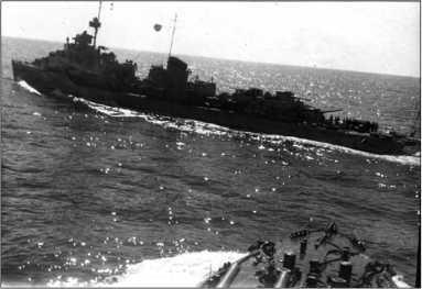 27 июня 1942г. «Сообразительный» на полном ходу пересекает курс тяжело поврежденного лидера «Ташкент».