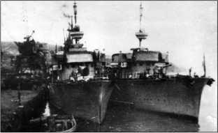 Сторожевые корабли «Киров» и «Дзержинский» (справа).
