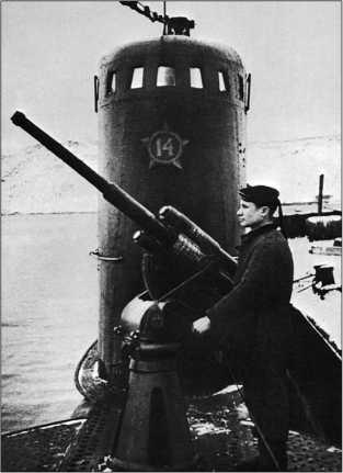45-мм орудие и рубка подводной лодки М-171.