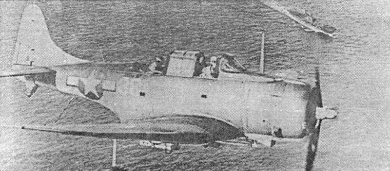 SBD эскадрильи VB-10, патрулирующий над «Enterprise» во время рейда на Палау, 29-30 марта 1944г.
