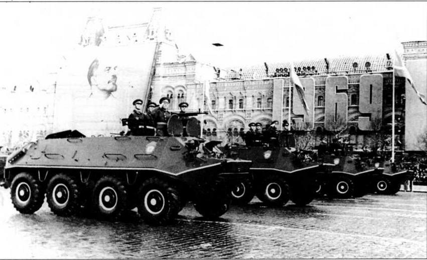 Бронетранспортеры БТР-60ПА проходят по Красной площади. 7 ноября 1969 года