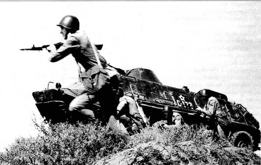 БТР-60ПБ и мотопехота Венгерской народной армии на учениях. 1970-е годы