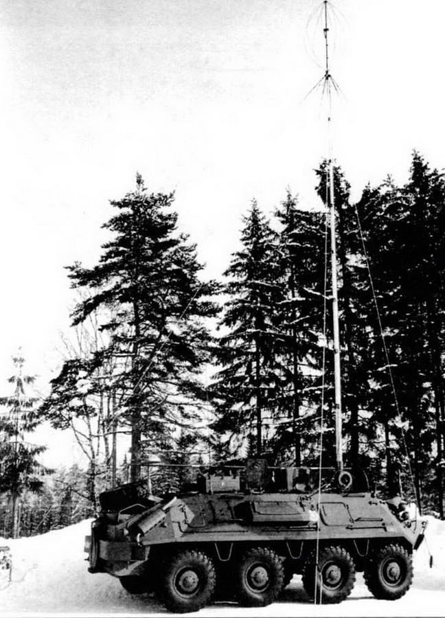 Радиомашина БТР-60Р-145БМ в развернутом положении, 1984 год. Обращает на себя внимание 16-метровая телескопическая мачта для антенны радиостанции Р-111